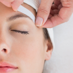 Eyebrow-Waxing